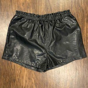 Akira chicago leather shorts - M